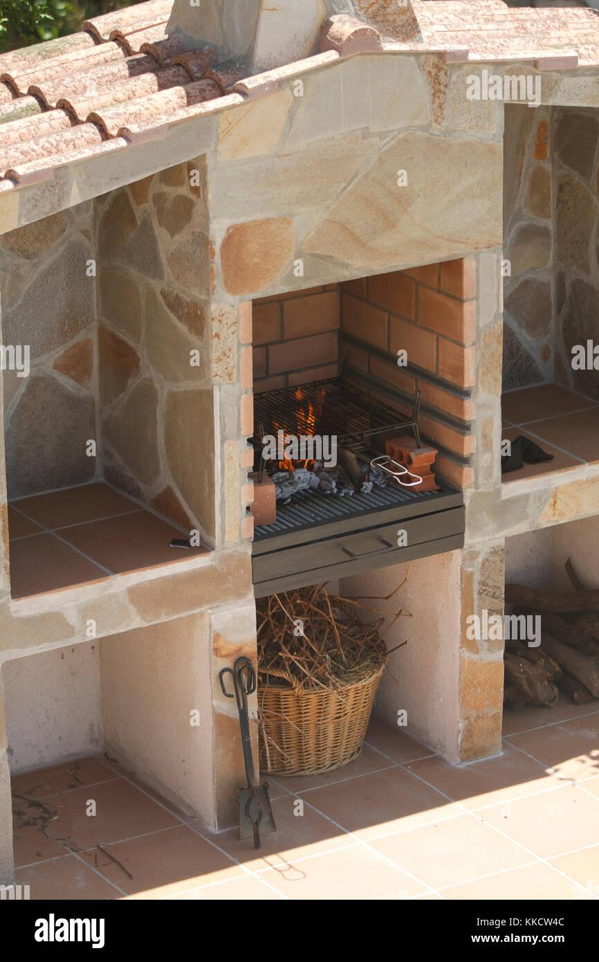 im bau aus stein grill im freien gebaut stockfoto, bild: 166854924