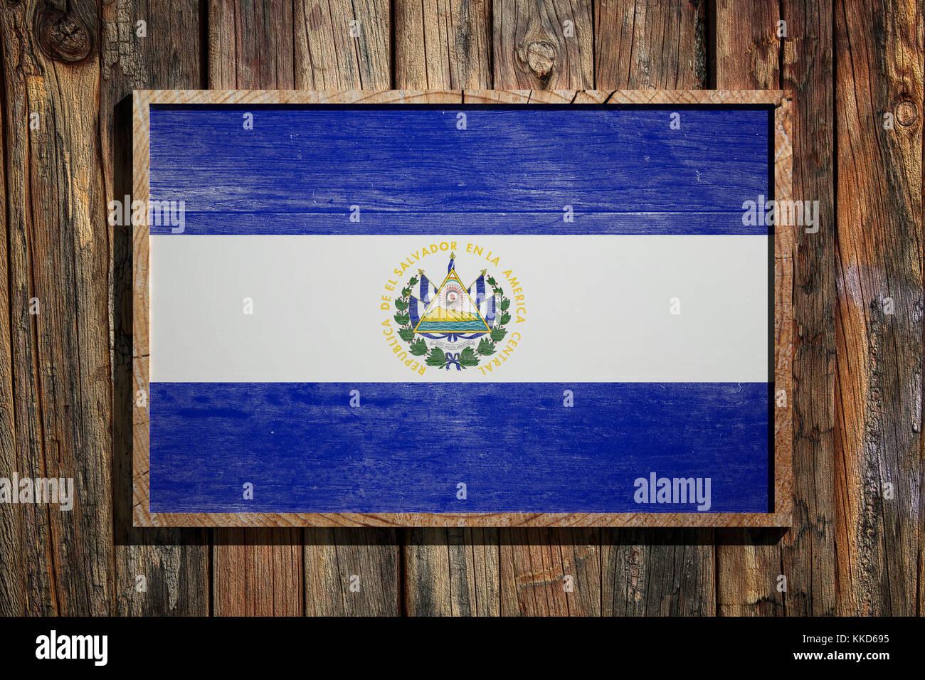 3D-Rendering von El Salvador Flagge auf einem Holzrahmen über einen ...