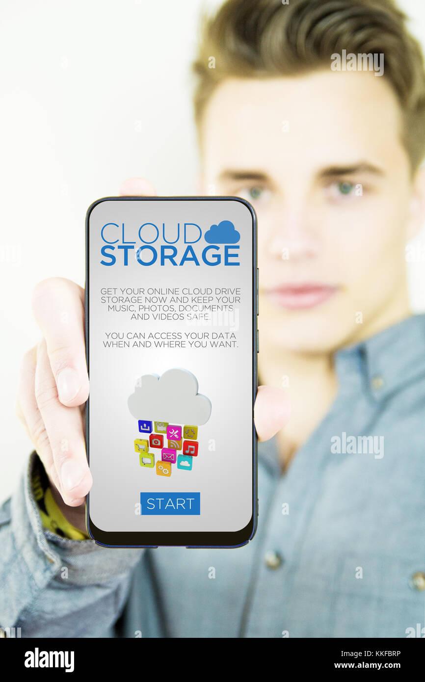 Stattliche tausendjährigen zeigen generische Cloud Storage full screen Smartphone Stockbild