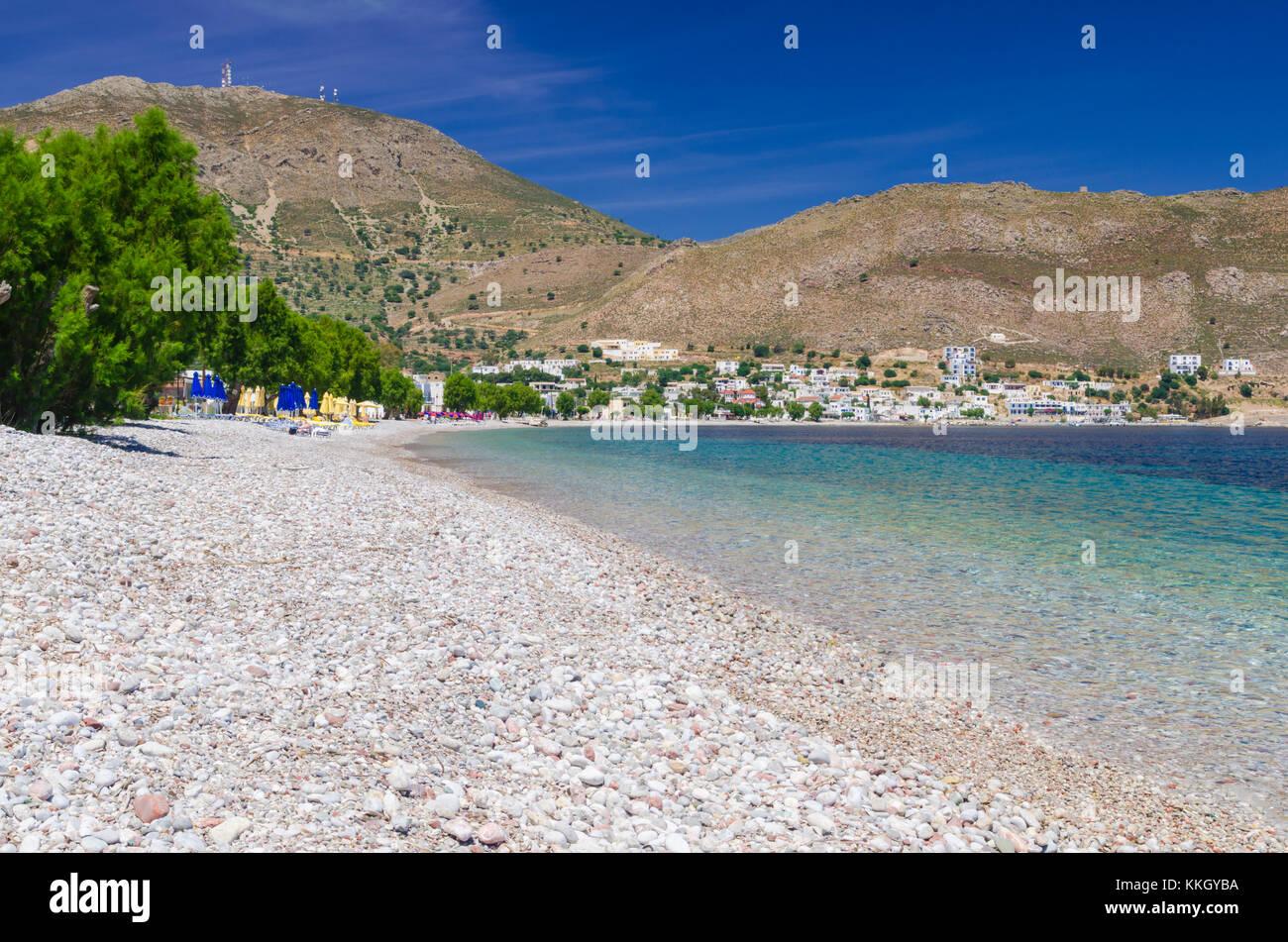 Strand scenic Der Stein Strand von Livadia tilos Island, Dodekanes, Griechenland Stockbild