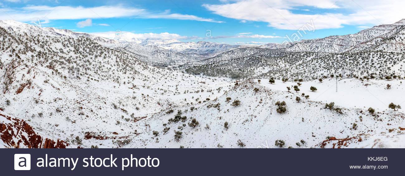 Marokko, SoussMassa (Sous-Massa - Draa), Ouarzazate Provinz. Atlas Gebirge Landschaft im Winter Schnee. Stockbild