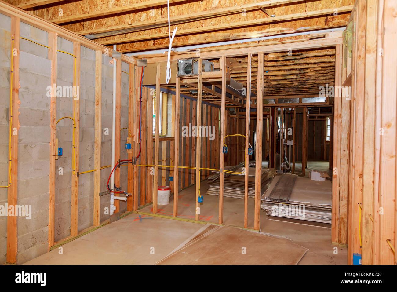 Der Rahmen bauen oder ein Haus mit grundlegenden elektrischen ...