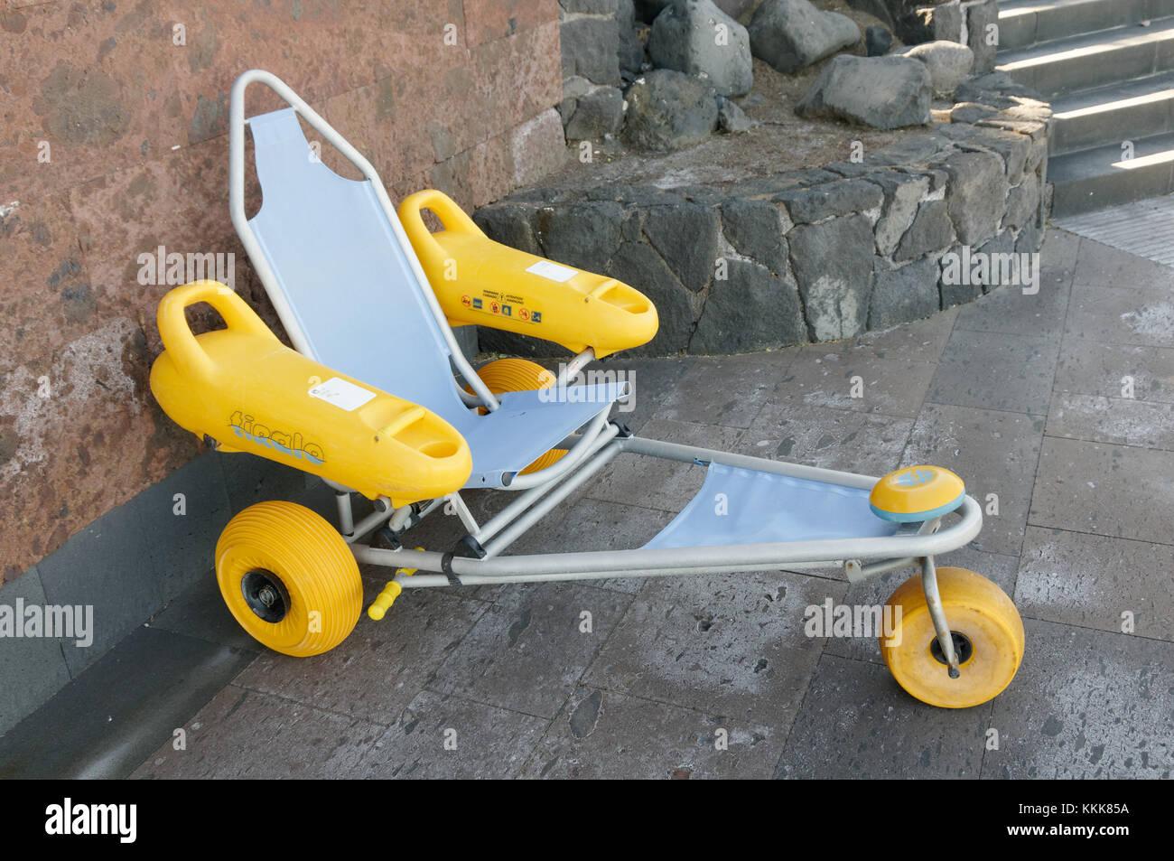 Strand Rollstuhl Rollstühle Zugriff zugänglich Zugänglichkeit Rad Stuhl Stühle auf unebenem Boden die unebene Oberfläche Strände Stockfoto