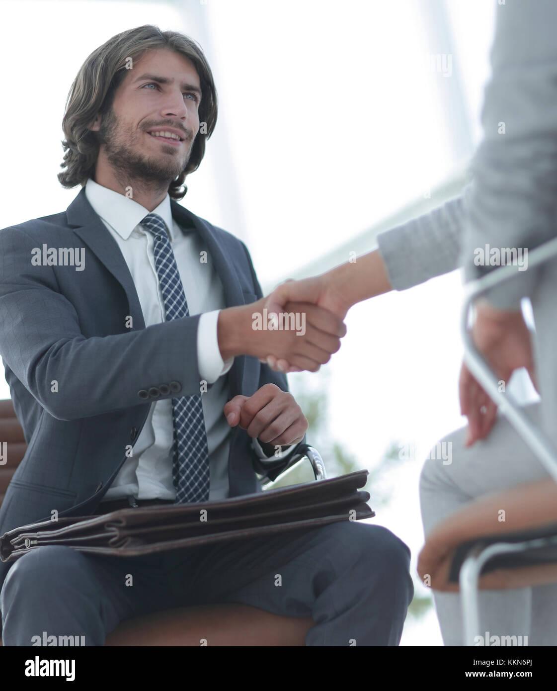 Erfolgreiche Job Interview mit Chef und Mitarbeiter handshaking Stockbild