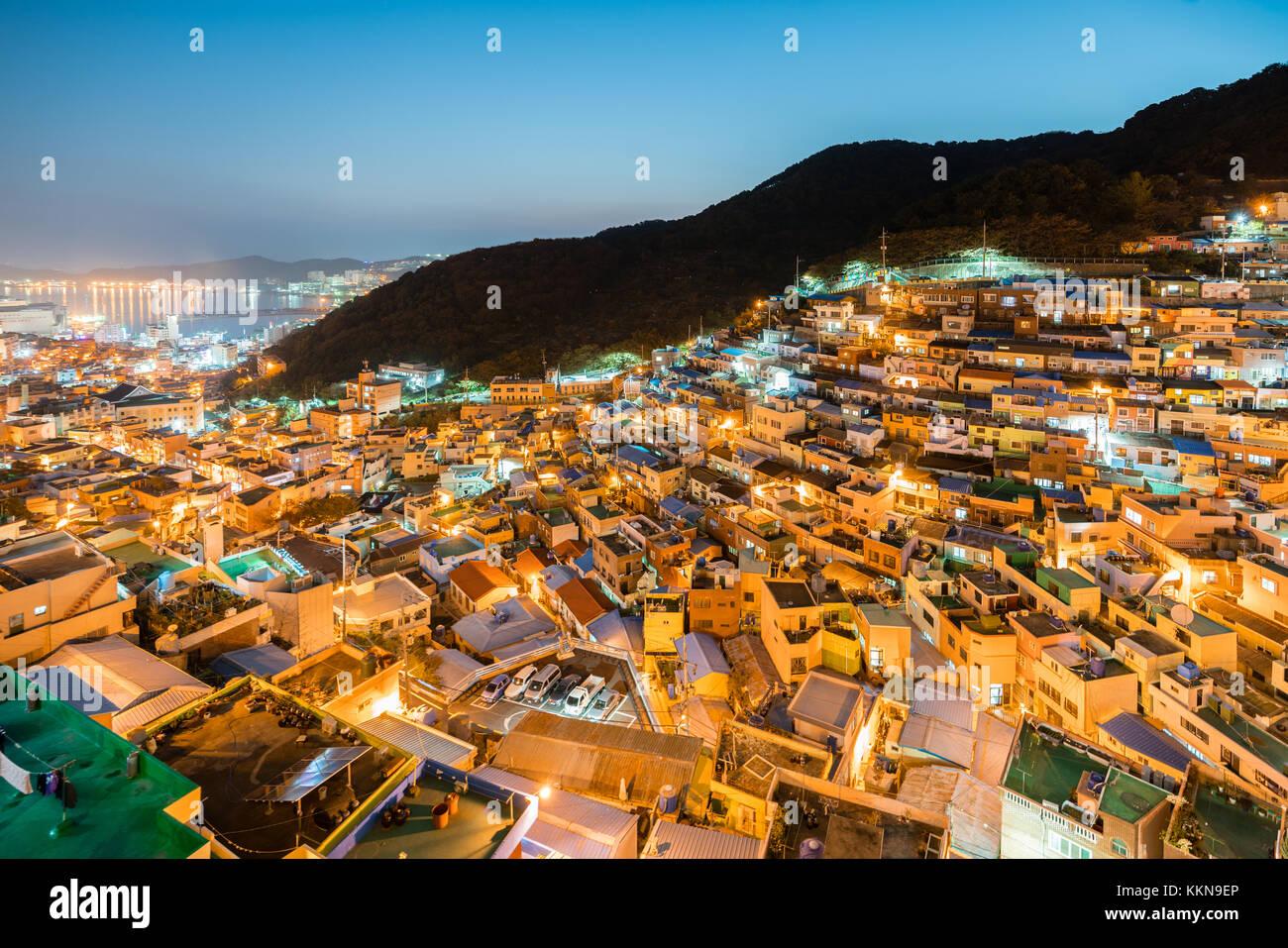 Gamcheon Kultur Dorf in der Nacht in Busan, Südkorea. Stockbild