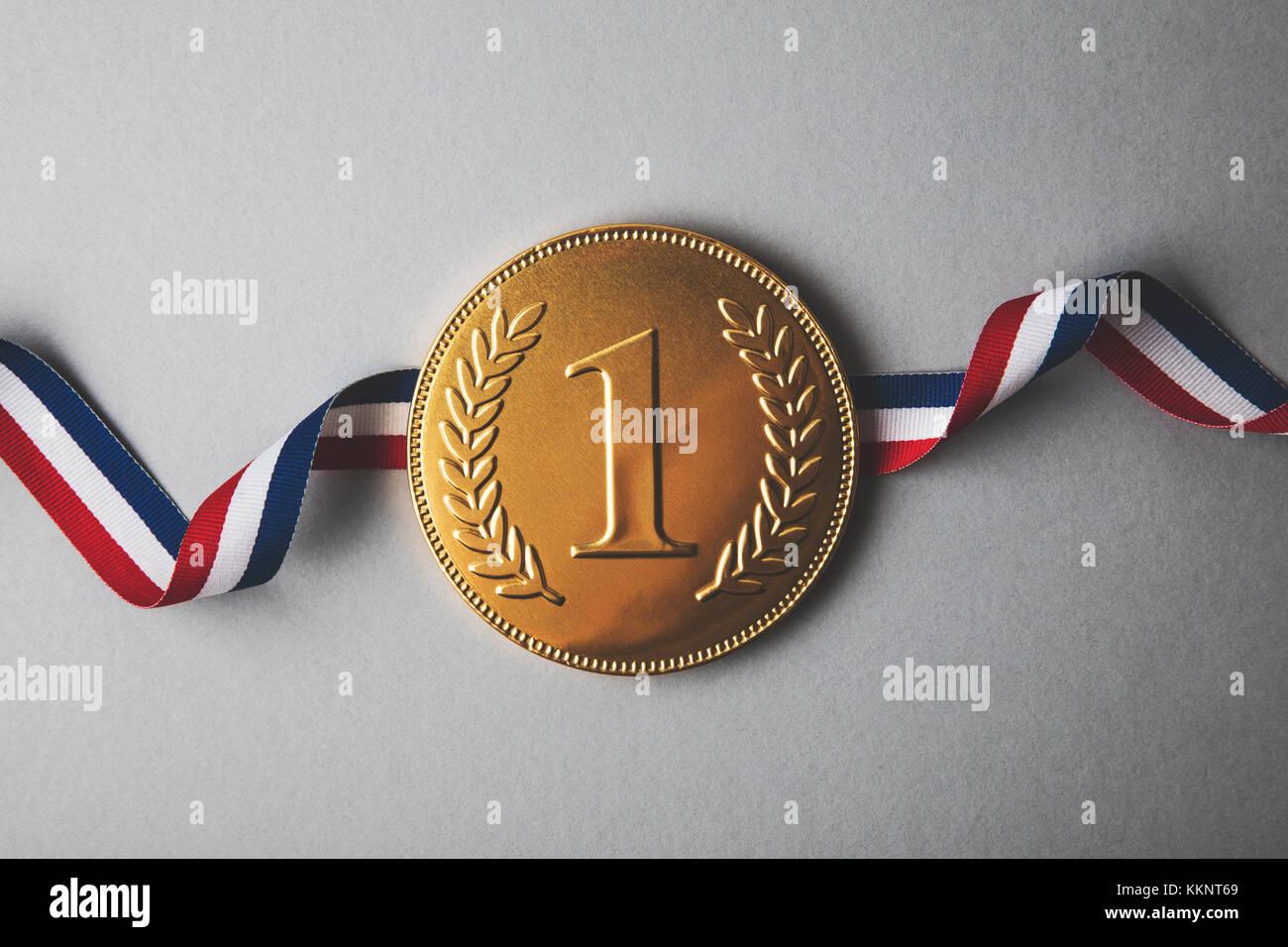 Gold erste Platzsieger Medaille. Erfolg Leistung Konzept Stockbild