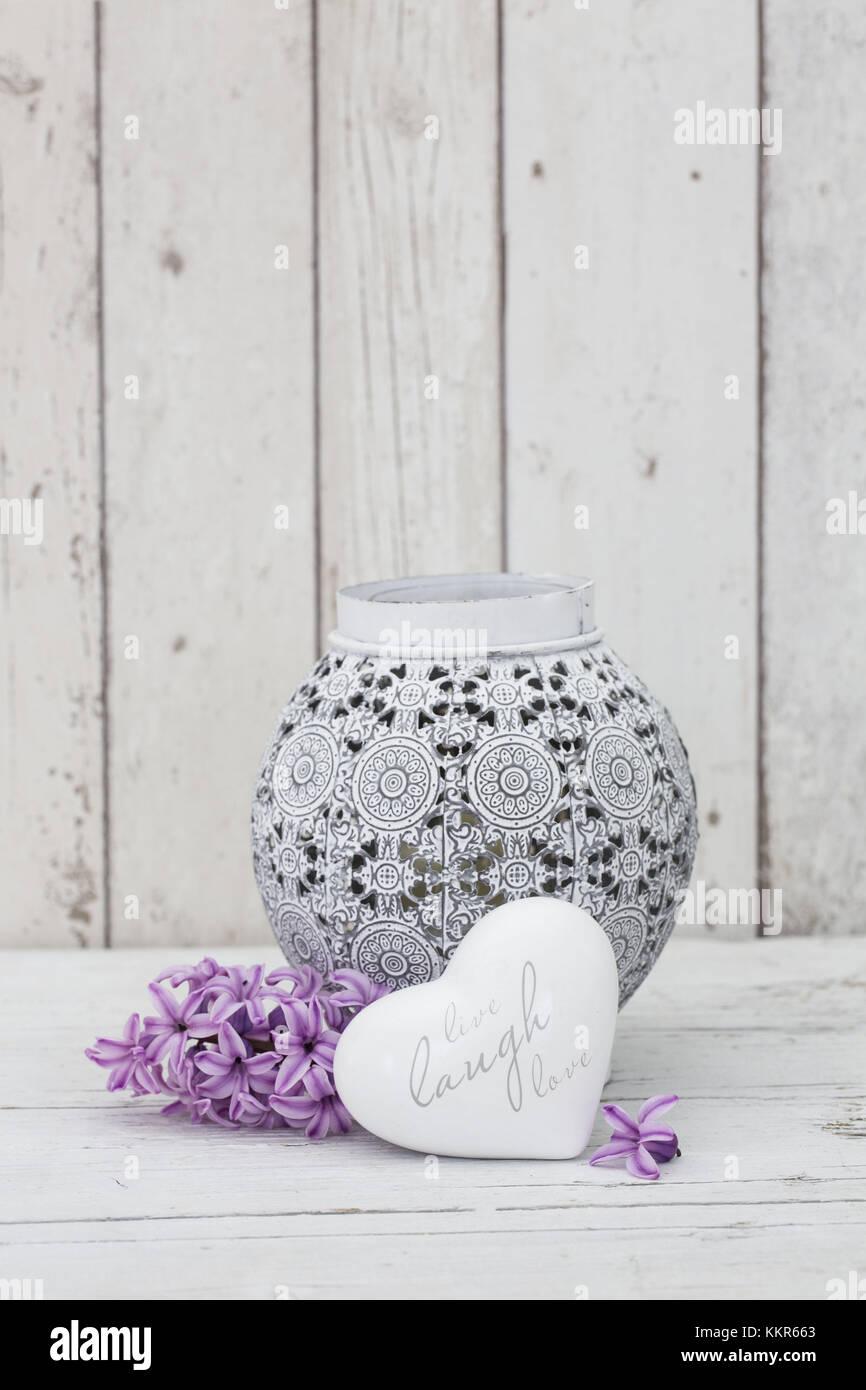 Hyazinthen Blumen mit Vase und Herzform, Nahaufnahme, still life Stockfoto