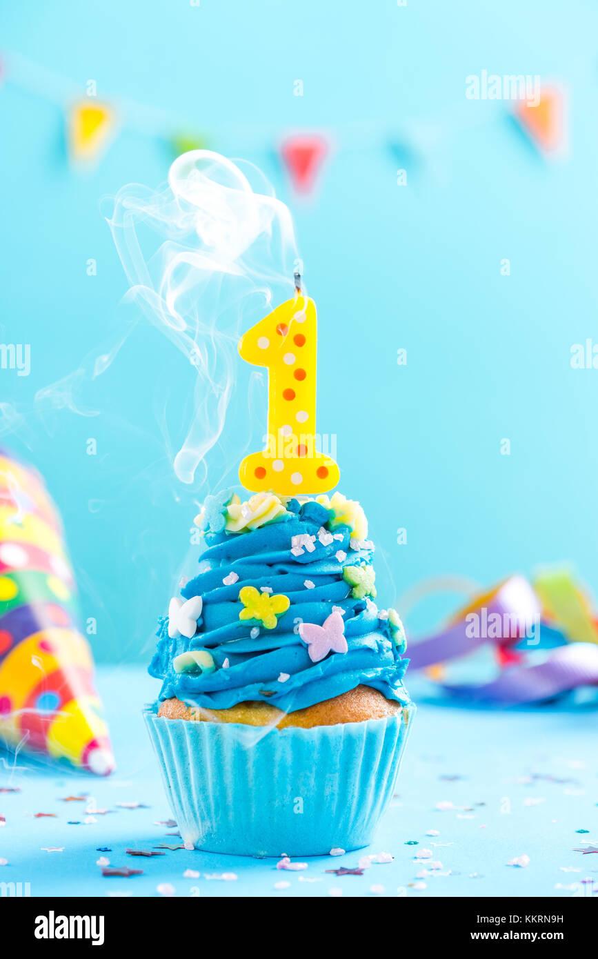 Erste 1 Geburtstag Cupcake Mit Kerze Ausblasen Und Streuseln Karte