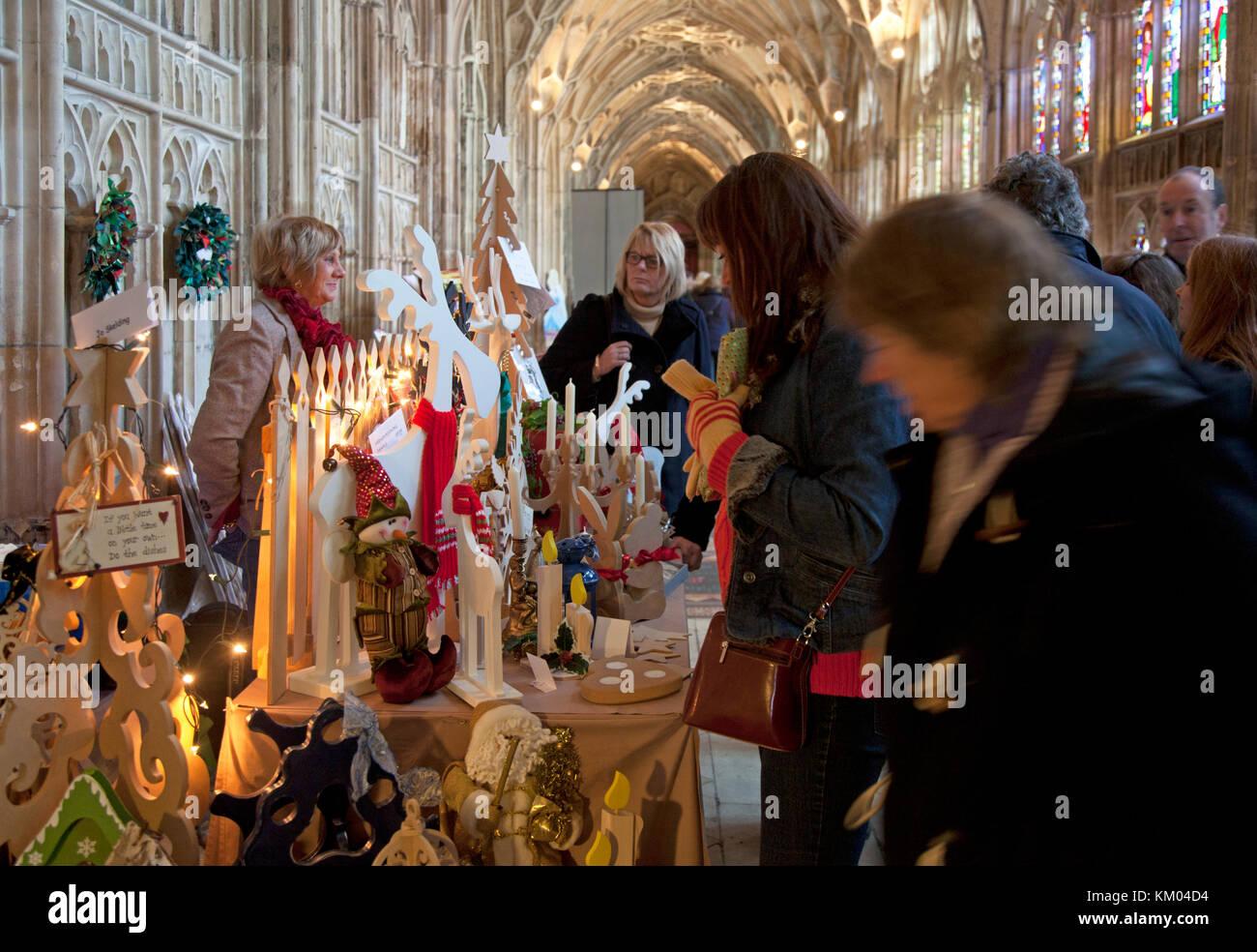 Indoor Christmas Market Stalls In Stockfotos & Indoor Christmas ...