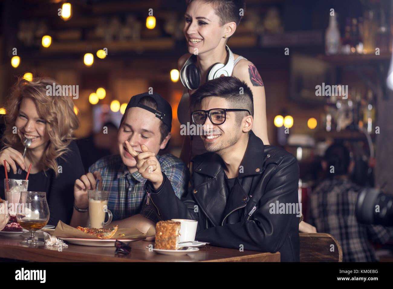 Leute, die Freundschaft miteinander Coffee-Shop-Konzept Stockbild