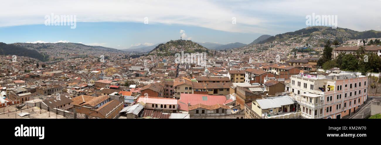 Quito Ecuador panorama Zentrierung auf die Jungfrau von Quito Statue auf Panecillo Hill, Quito, Ecuador Südamerika Stockfoto