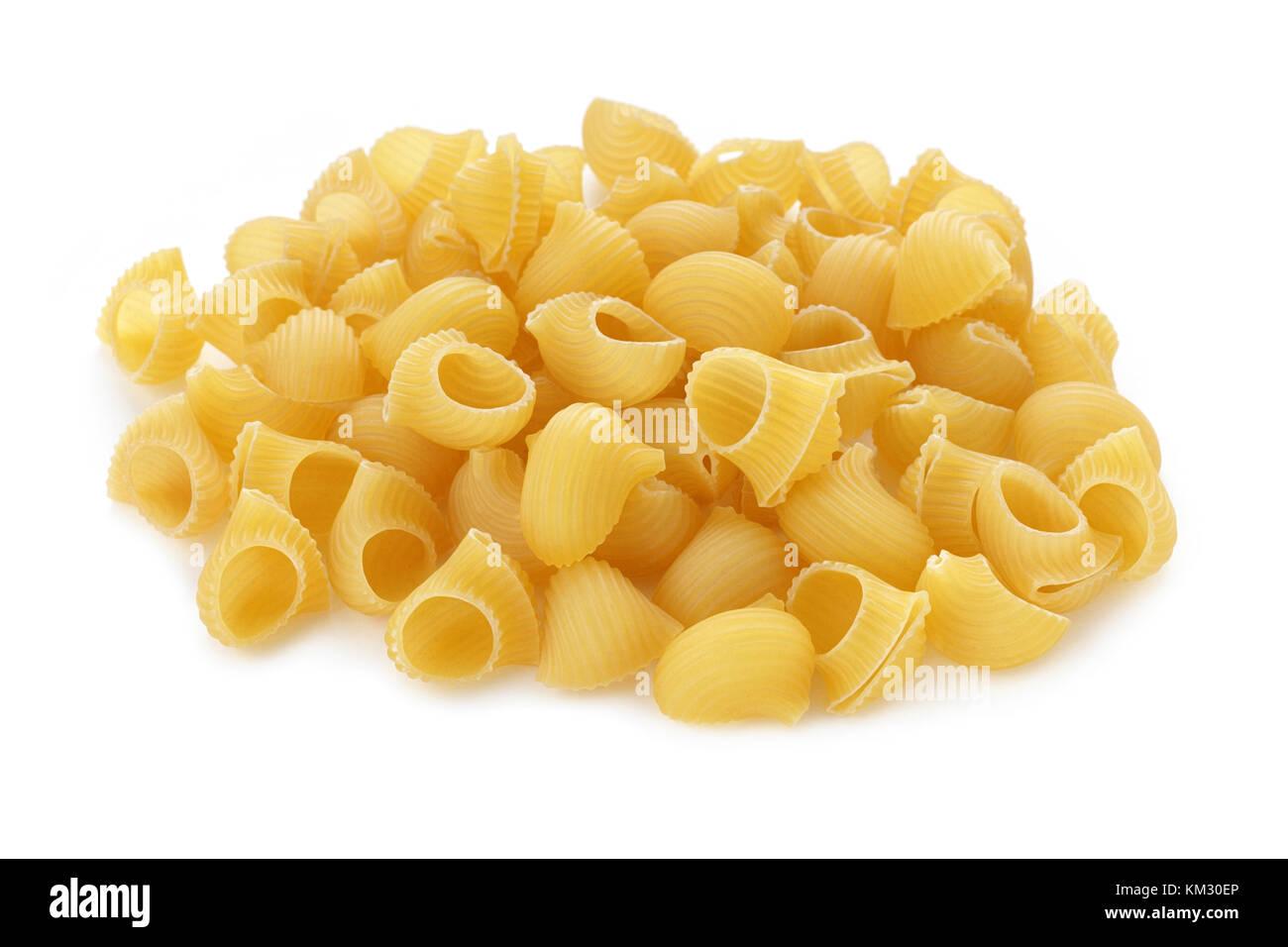Pasta lumache auf weißem Hintergrund Stockfoto