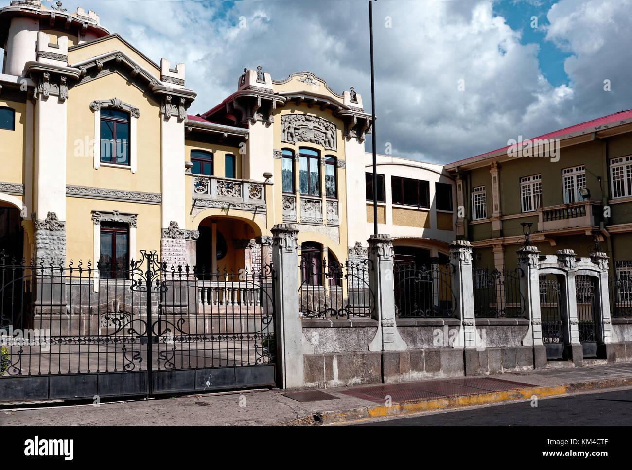 Alte Gebäude nicht gut im Zentrum von San Jose, costra Rica beibehalten Stockbild