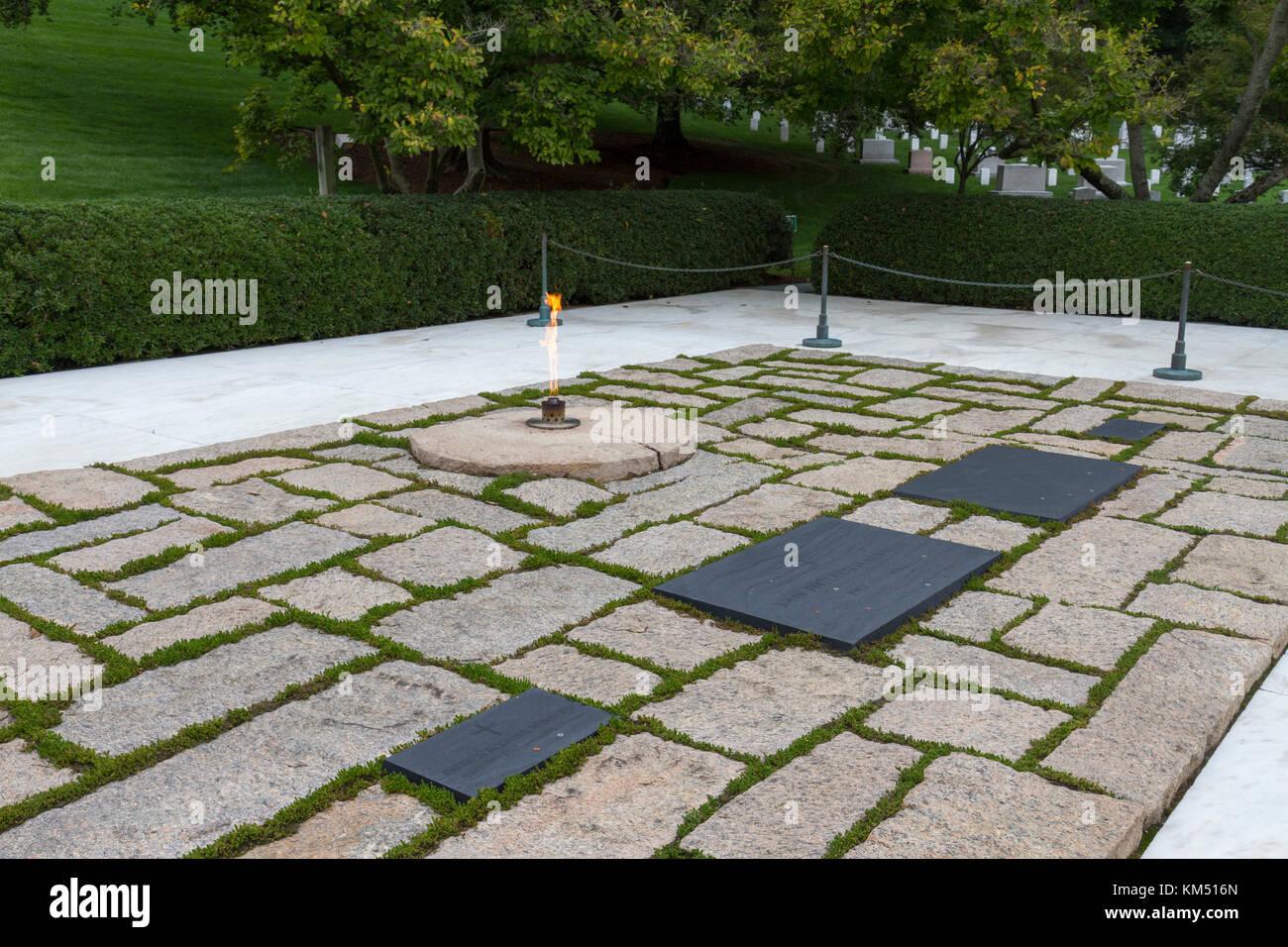 Die Gräber Von John F Kennedy Und Jackie Kennedy Bei Der Präsident