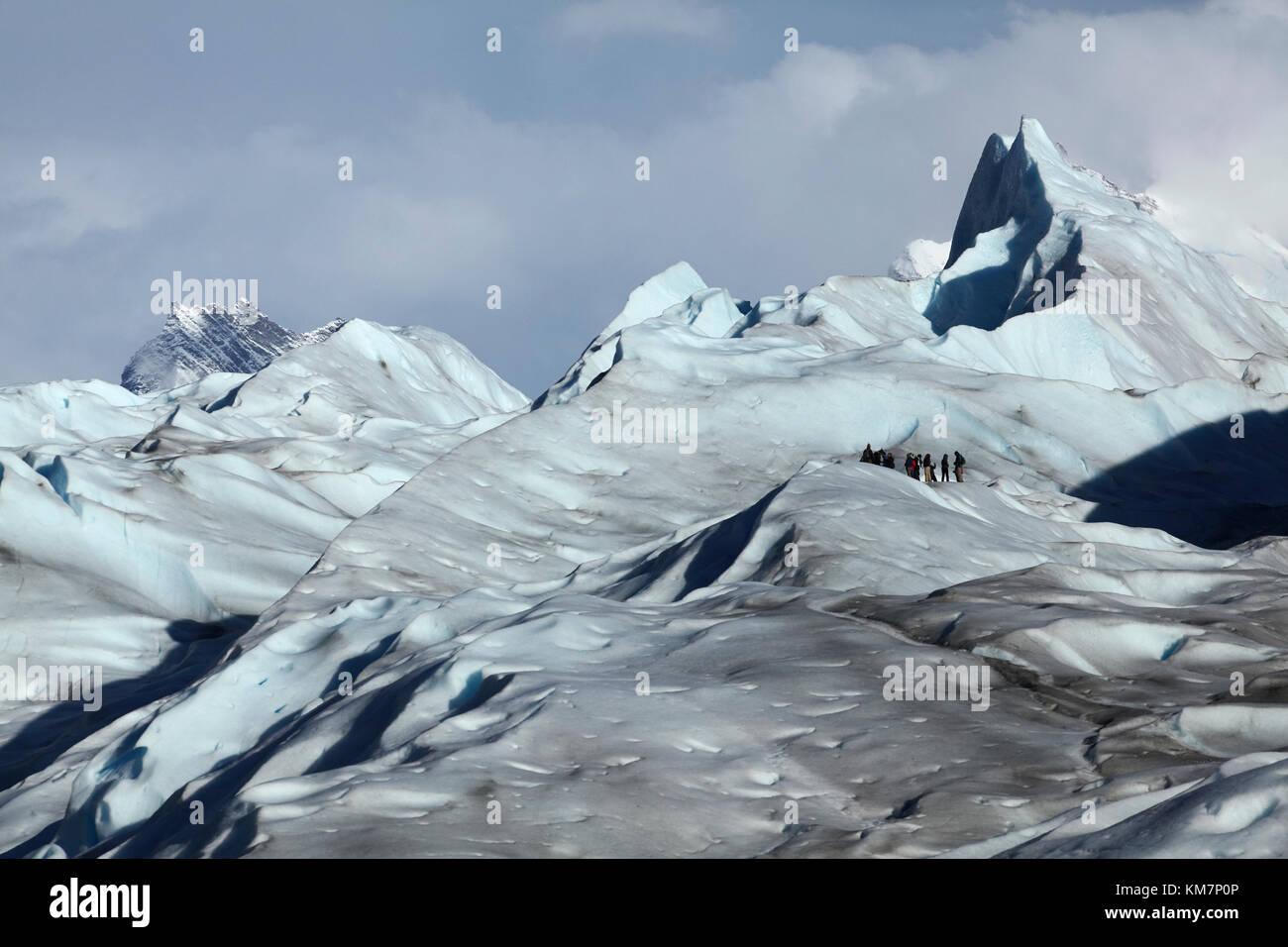Wanderer auf der Gletscher Perito Moreno, Parque Nacional Los Glaciares (World Heritage Area), Patagonien, Argentinien, Stockbild