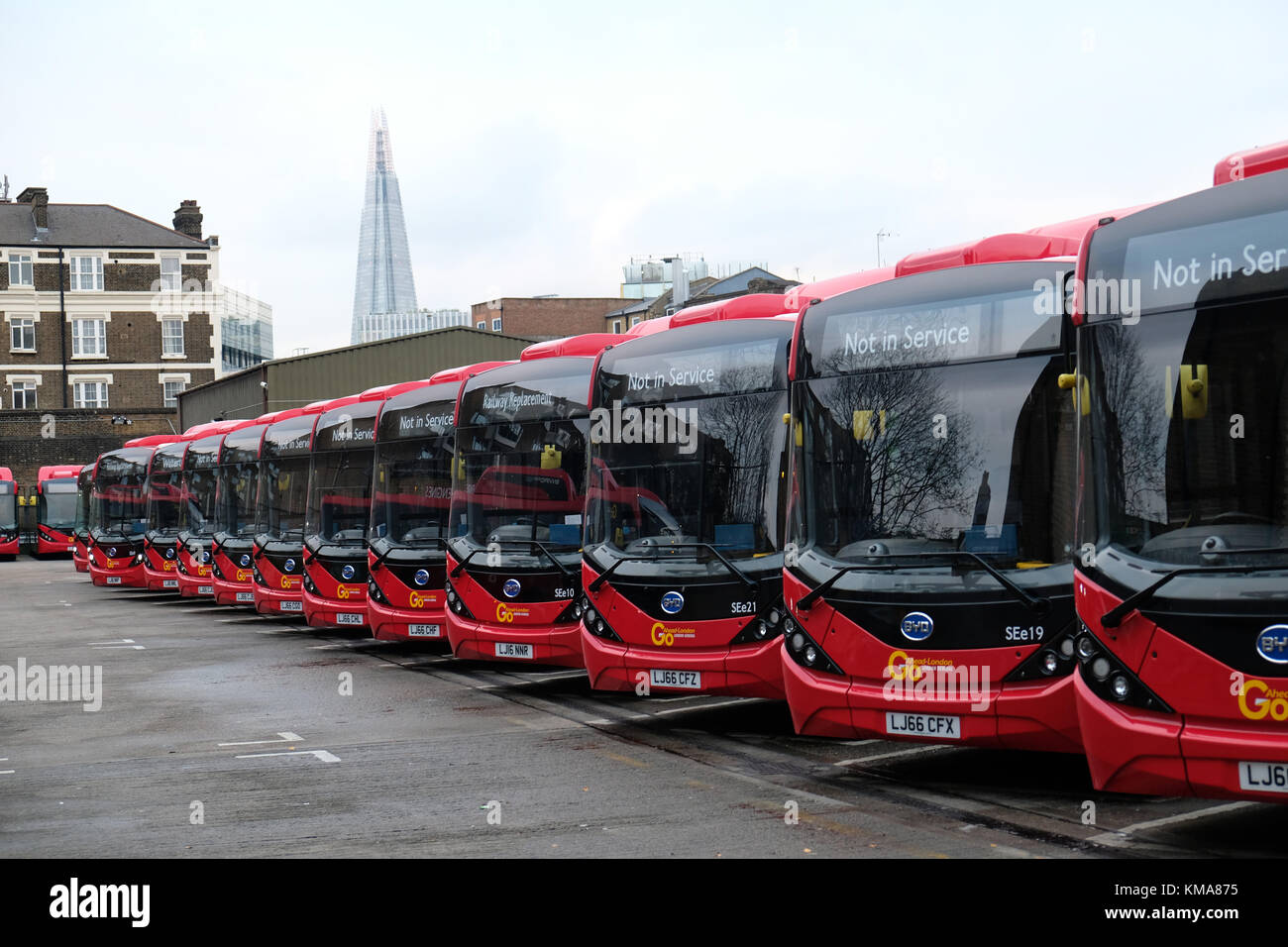 electric bus charging stockfotos electric bus charging bilder alamy. Black Bedroom Furniture Sets. Home Design Ideas