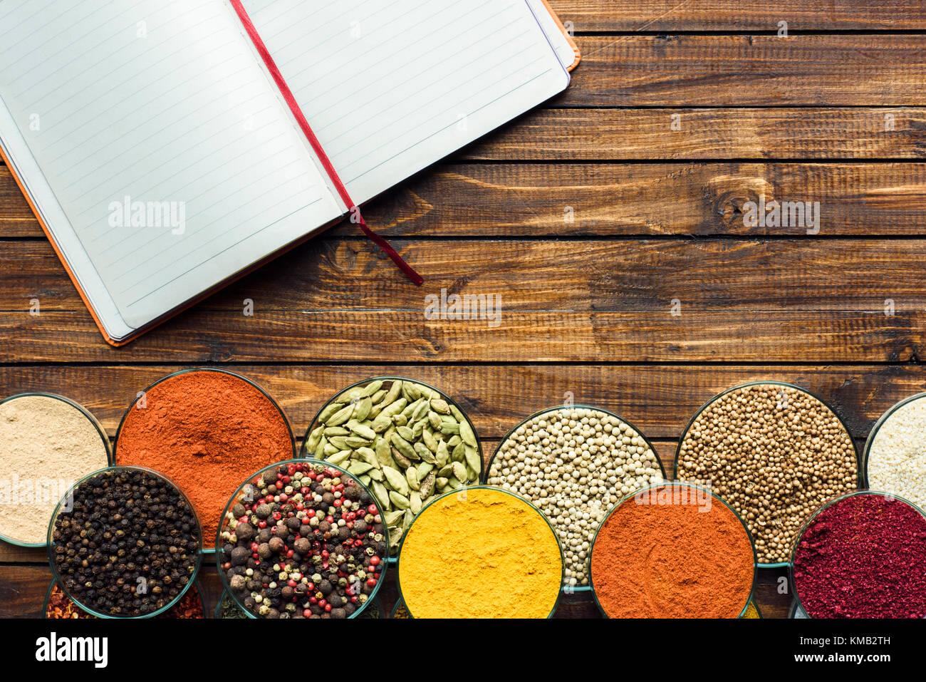 Notebook für Rezepte und Gewürze Stockbild