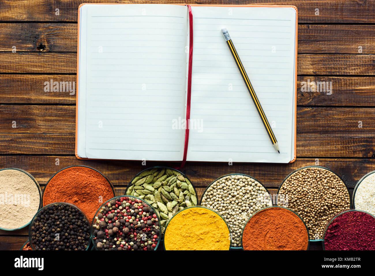 Notebook für Rezepte mit Bleistift Stockbild