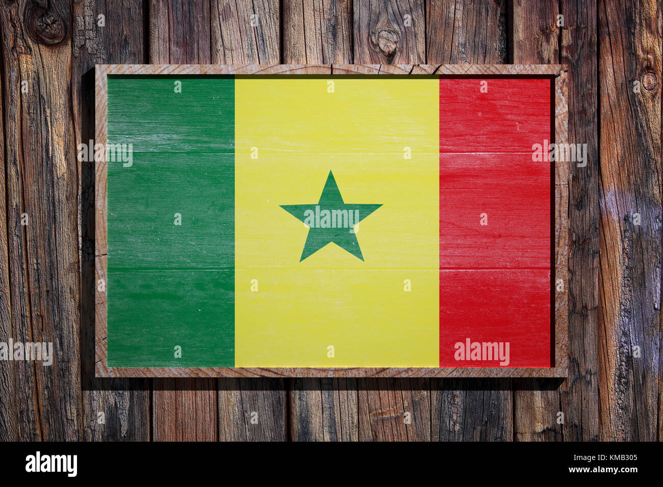 3D-Rendering von Senegal Flagge auf einem Holzrahmen über einen ...