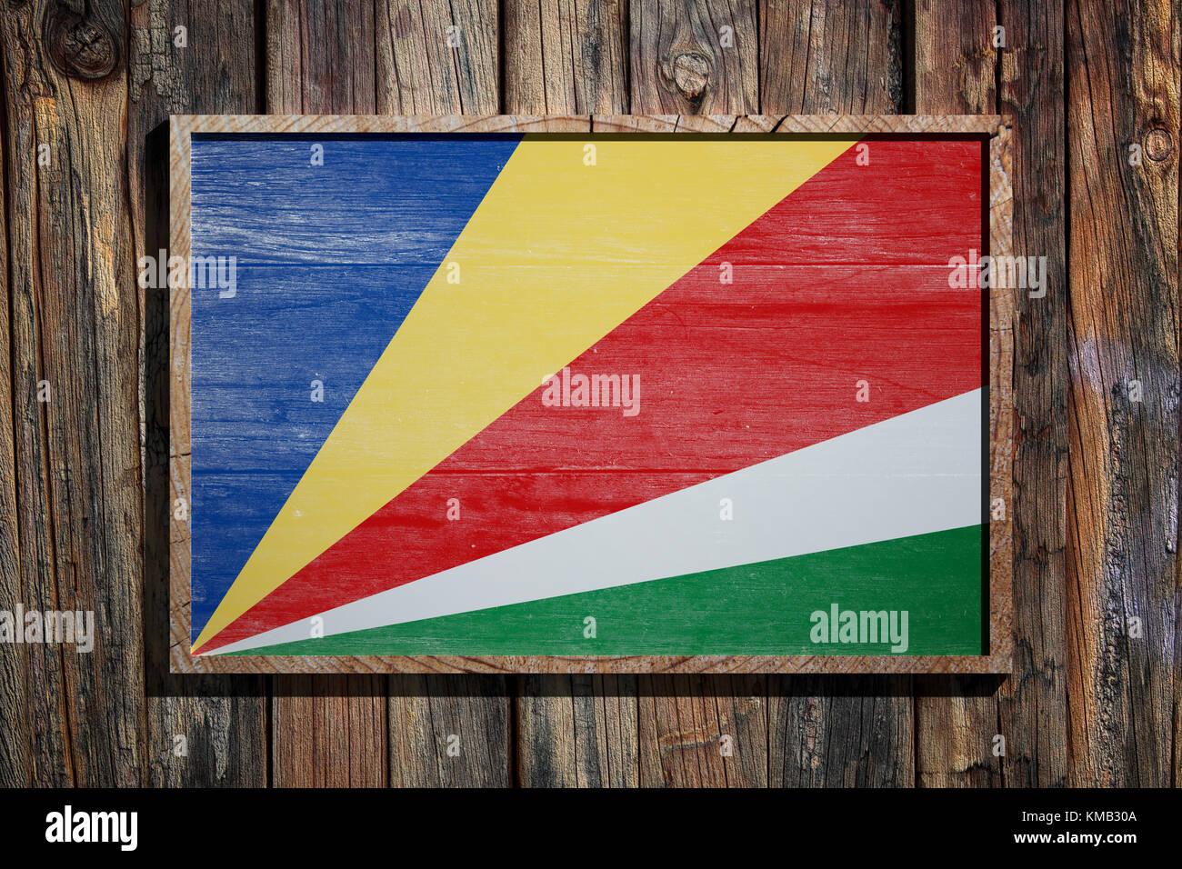 3D-Rendering der Republik Seychellen Flagge auf einem Holzrahmen ...