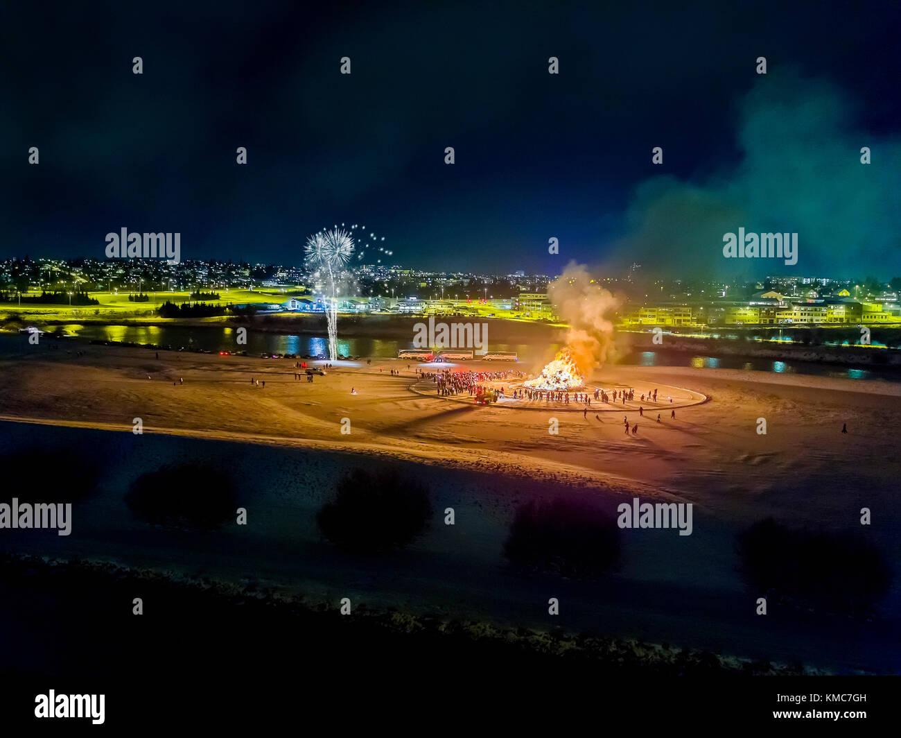 Dcim 100 gopro und Feuerwerk auf das neue Jahr ist eine jährliche Veranstaltung, Reykjavik, Island. dieses Stockbild