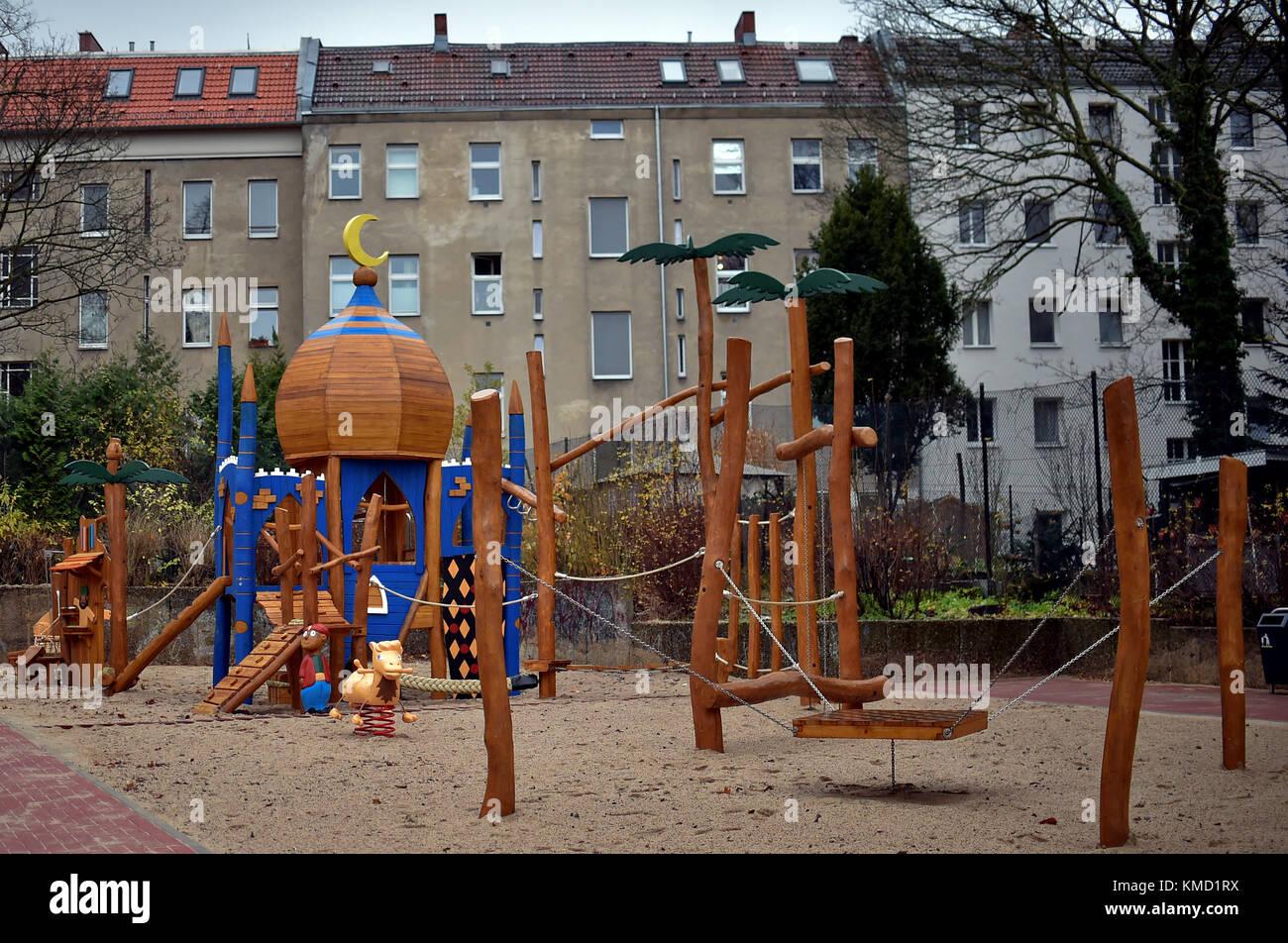 Klettergerüst English : Berlin neukölln deutschland dez ein klettergerüst