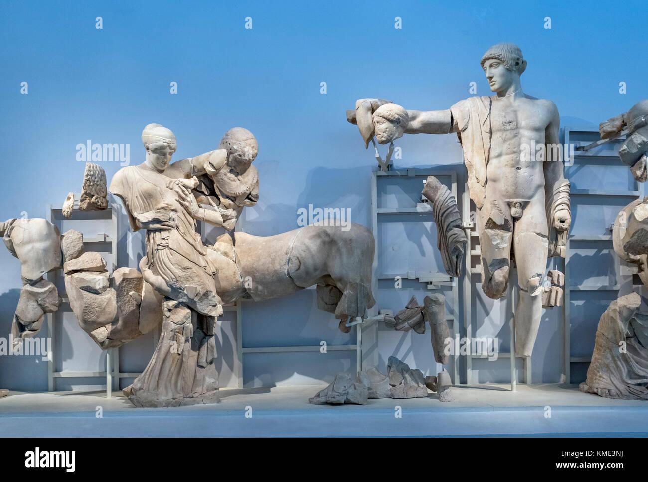 Skulpturen aus dem Westgiebel des Tempel des Zeus, das Archäologische Museum von Olympia, Olympia, Pelopponese, Stockbild