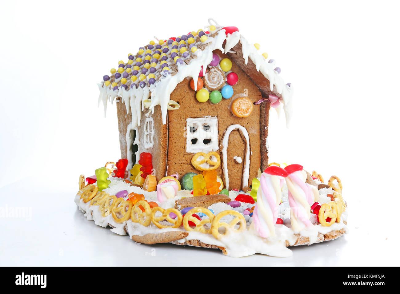 Lebkuchen Kandiszucker Haus. Fairy Tail candyhouse mit Schnee und ...