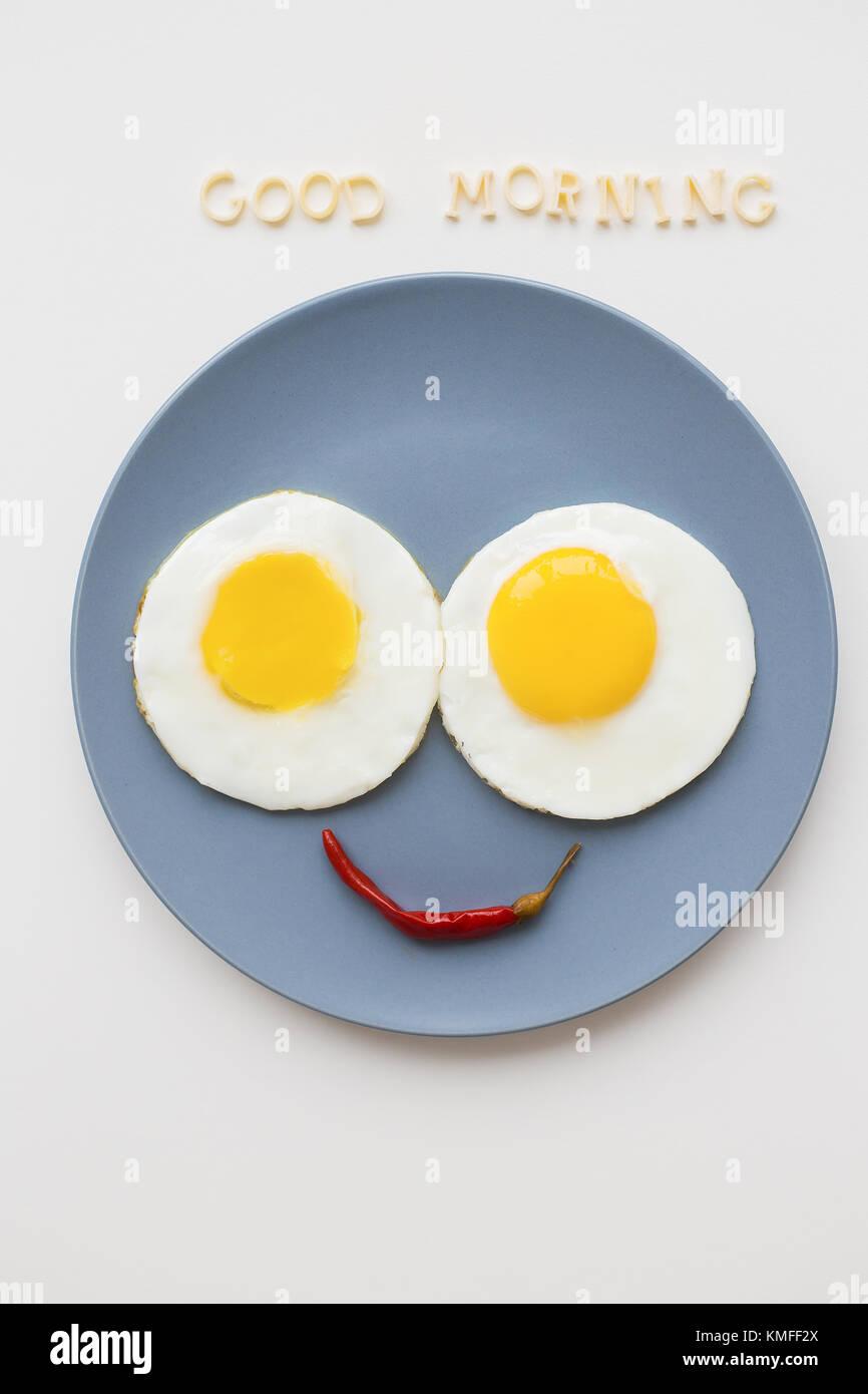 Fröhliche Frühstück Zwei Eier Auf Einer Platte Die