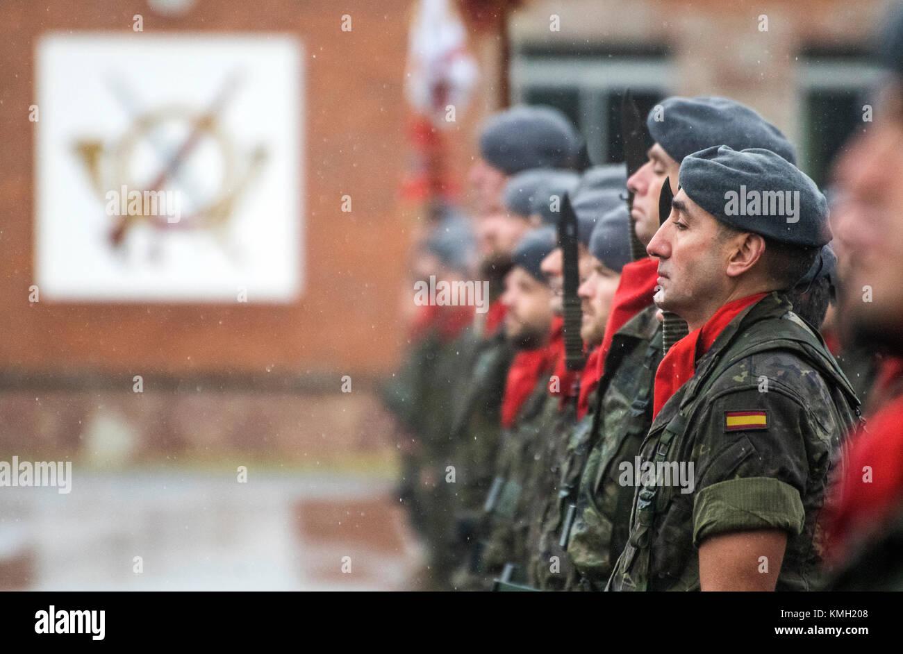 Noreña, Spanien. 9. Dezember, 2017. Militärparade auf das Fest des Schutzheiligen der Infanterie im Cabo Stockbild