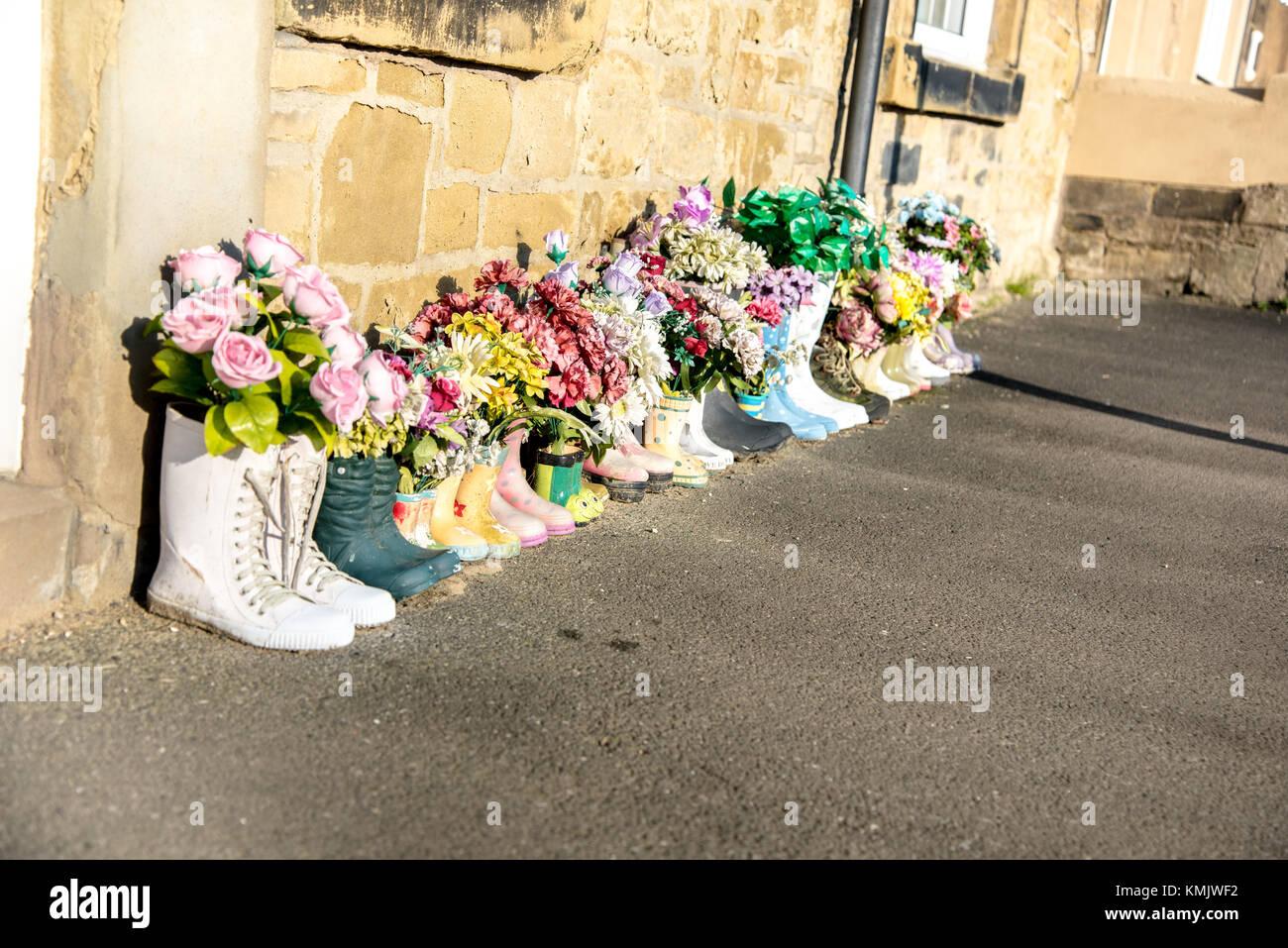 Blumen In Gummistiefel Ursprungliche Garten Ideen Stockfoto Bild