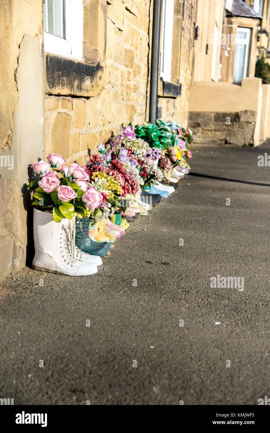 Blumen In Gummistiefel Ursprungliche Garten Ideen Stockfotografie Alamy