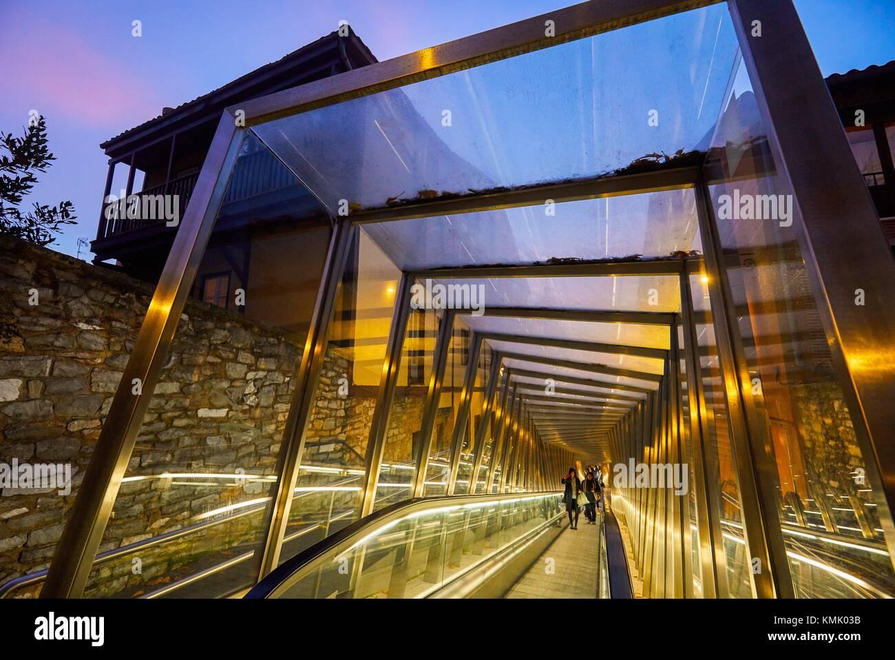 Fahrsteig verbindet die Altstadt mit der Stadt, Vitoria-Gasteiz, Araba, Baskenland, Spanien, Europa Stockbild