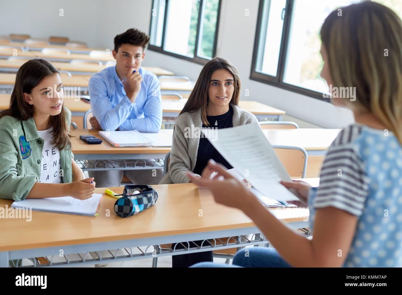 Lehrer mit Schülern. Klassenzimmer. Hochschule. Schule der Bwl. Universität. Donostia. San Sebastian. Stockbild