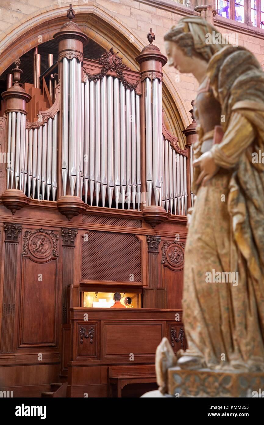Orgel, Kathedrale Saint Cyr und Sainte Julitte, Nevers, Nievre, Bourgogne, Frankreich, Europa Stockbild