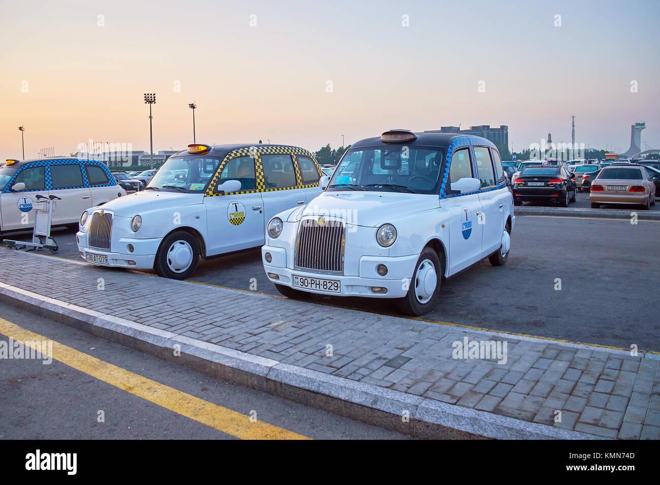 BINA, Aserbaidschan - OKTOBER 9, 2017: Klassische London cab ist der beste Weg nach Baku zu erhalten, wenn sie Komfort Stockbild