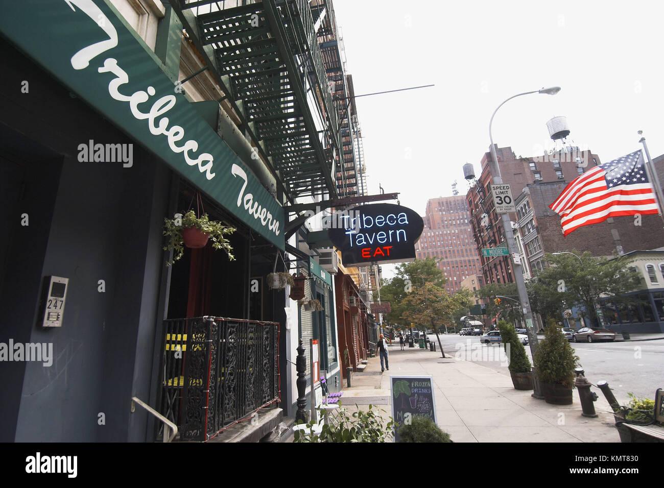 Markise und Leuchtreklame für das Tribeca Taverne. New York City. New York. United States Stockbild