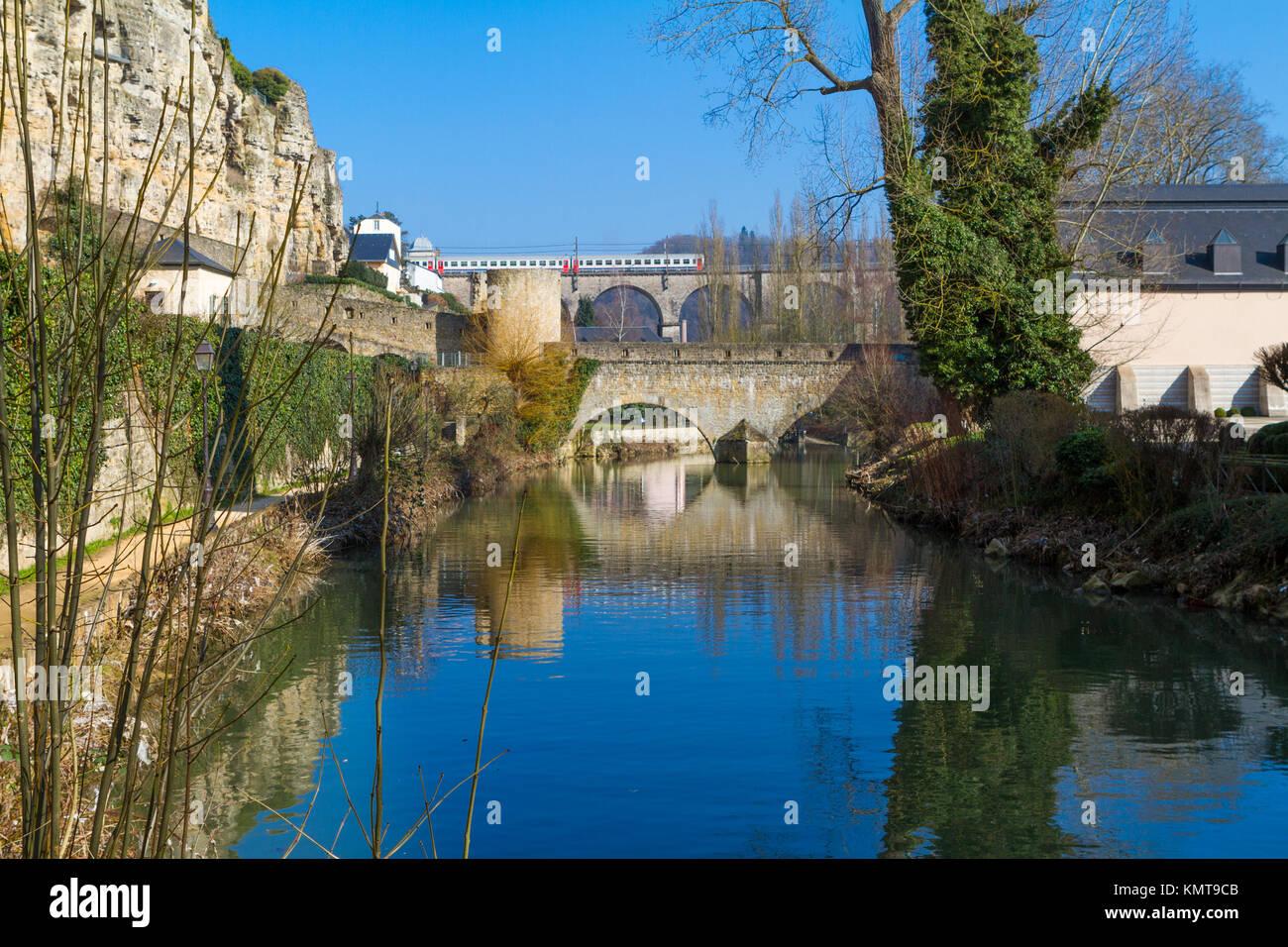 Luxembourg-Grund entlang der Alzette Fluss Stockbild