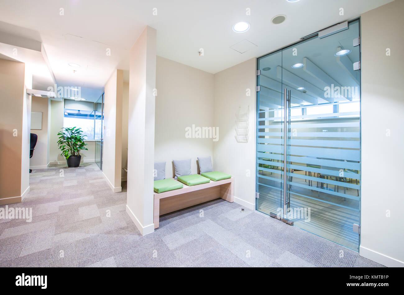 Leeren Korridor In Hellen, Modernen Büro Stockbild