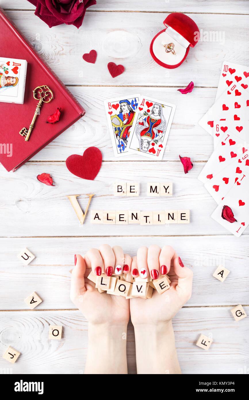 Moskau, Russland - Februar 19, 2017: Illustrative editorial Bild der Valentinstag romantisches Konzept. Frau mit Stockbild