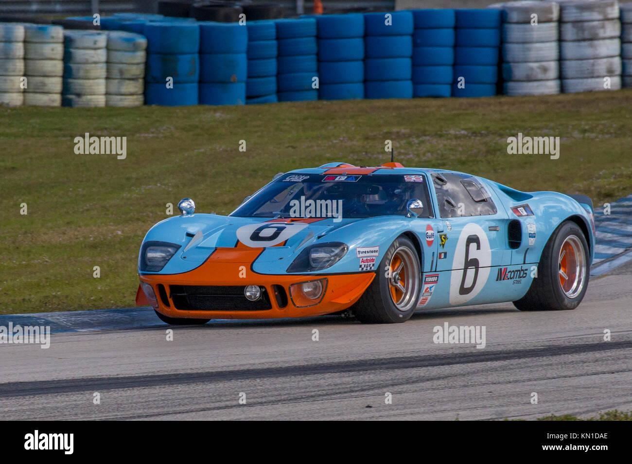 Rennwagen an der klassischen 12-Stunden & Sebring Sebring Historics Historics;;;;;;;;; bei Sebring International Stockbild