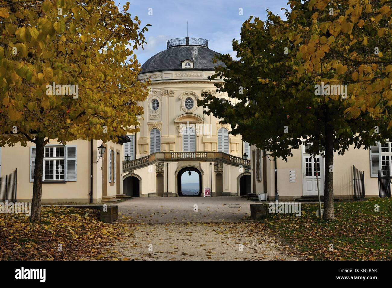 Hintere Gasse Schloss Solitude, Stuttgart, Herbst Foresight Aus Dem Garten  Gasse Der Berühmten Burg