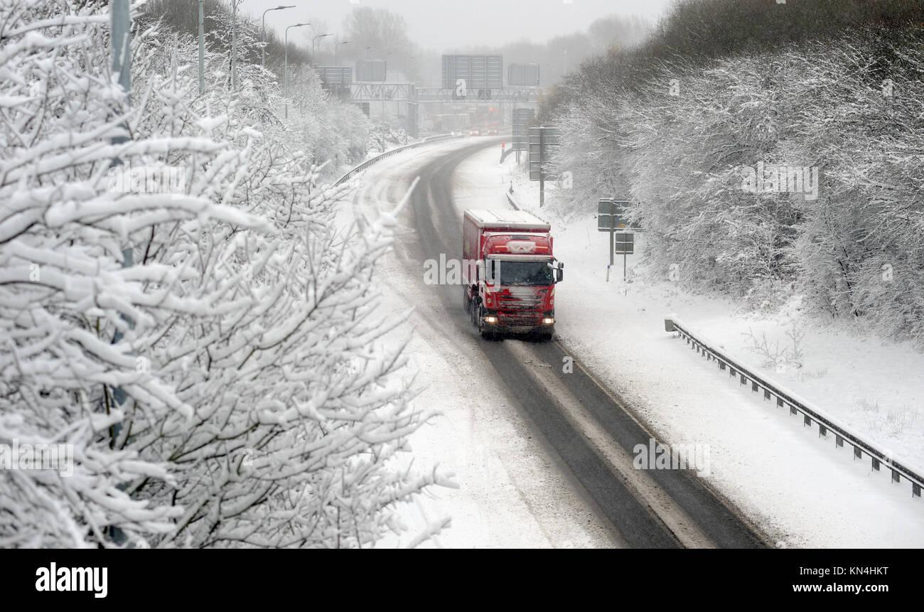Lkw Lastwagen In Schnee Auf Der M54 Strasse Autobahn In Der