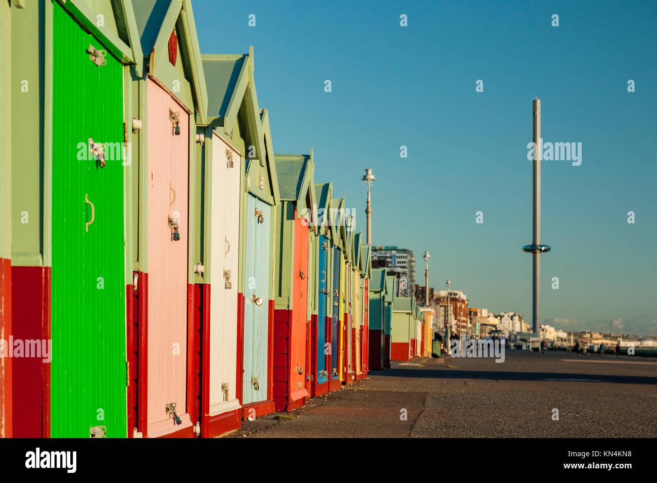 Winter am Nachmittag direkt an der Meeresküste von Brighton, UK. Stockbild