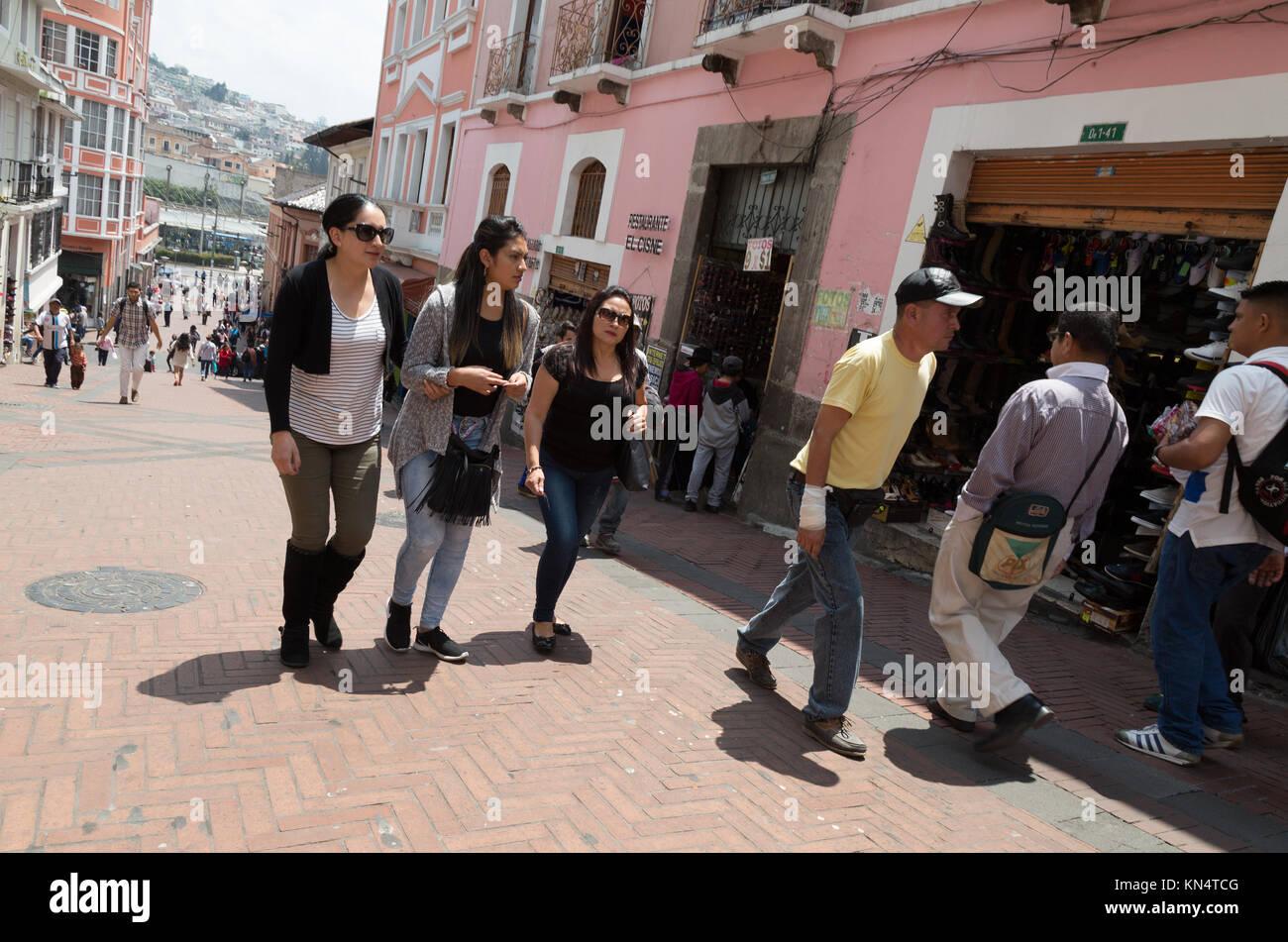Ecuadorianische Volk in den Straßen der Hauptstadt Quito, Ecuador, Südamerika Stockbild