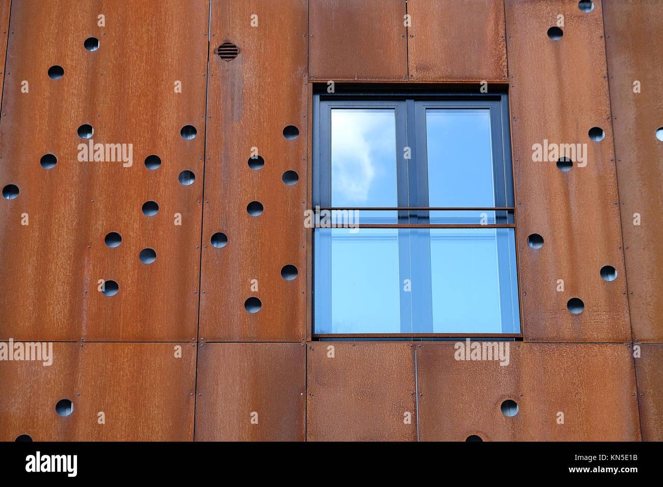 Französischen Balkon nahaufnahme der fenster mit französischen balkon in gebäude fassade