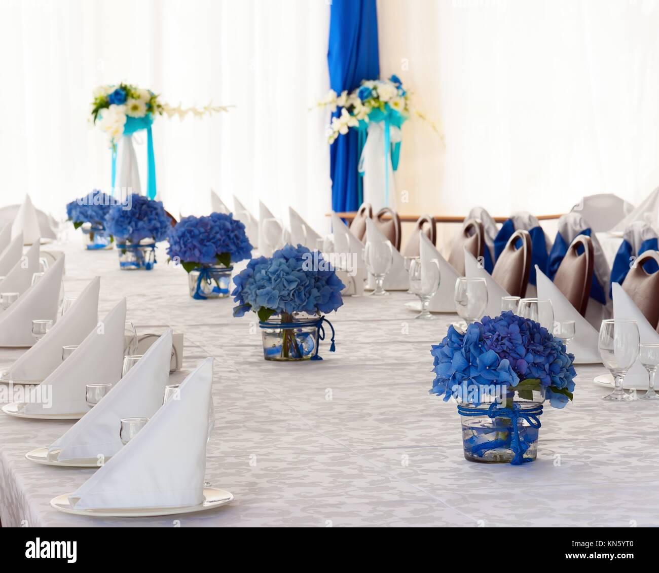 Hydrangea Flowers In Glass Vases Stockfotos Hydrangea Flowers In