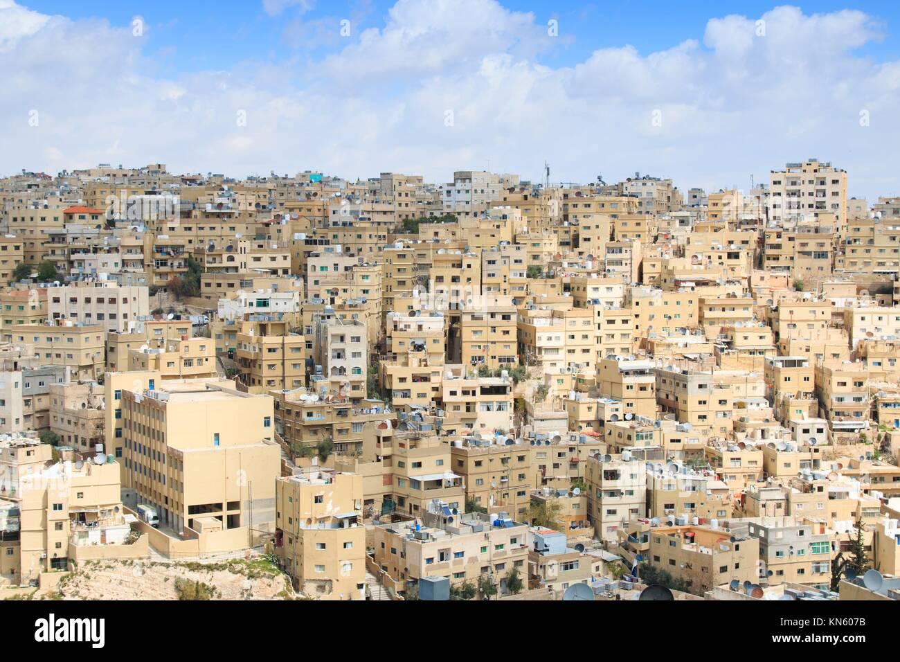 Amman, Jordanien: Panoramablick von Amman aus einem der Hügel rund um die Stadt. Stockbild