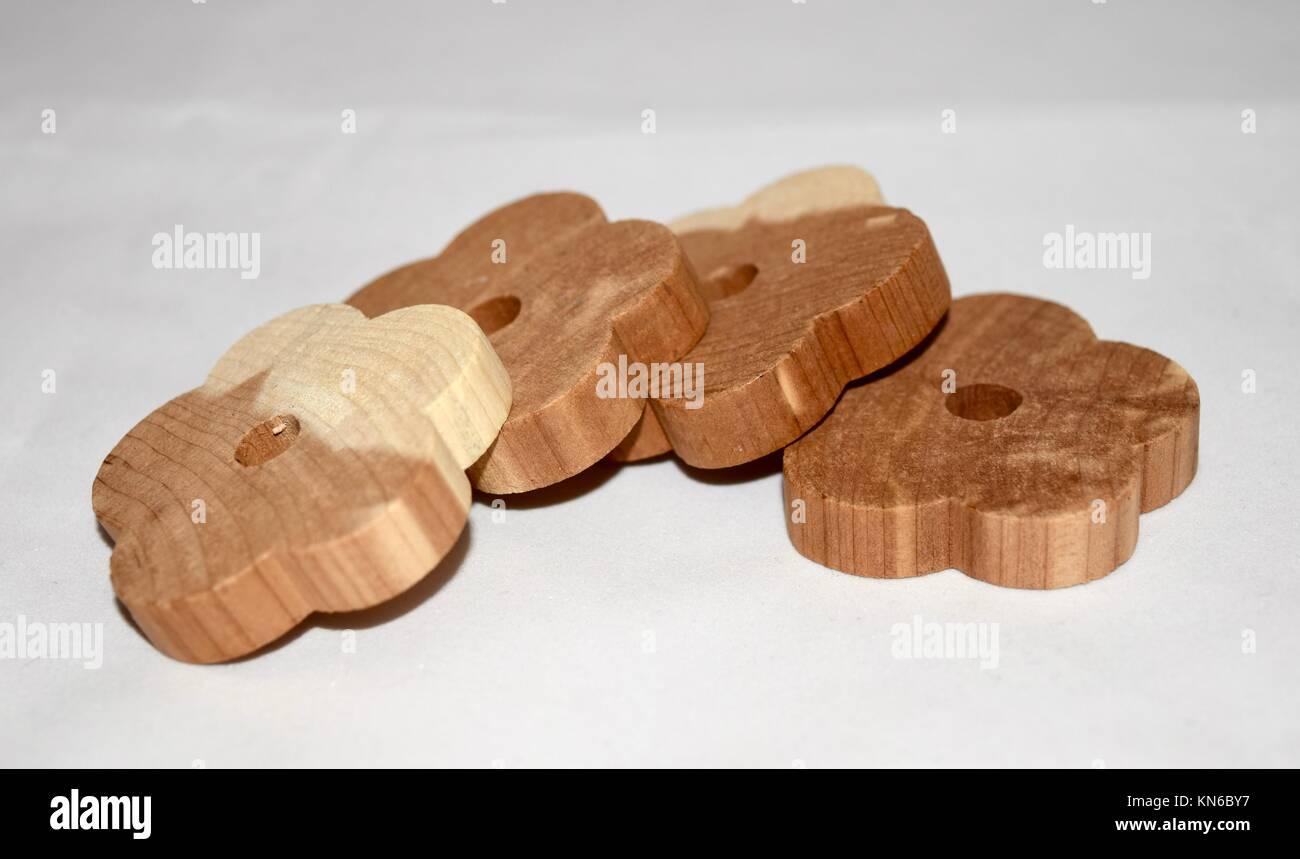 Motten Kleider nahaufnahme zedernholz kleiderbügel ringe eine natürliche