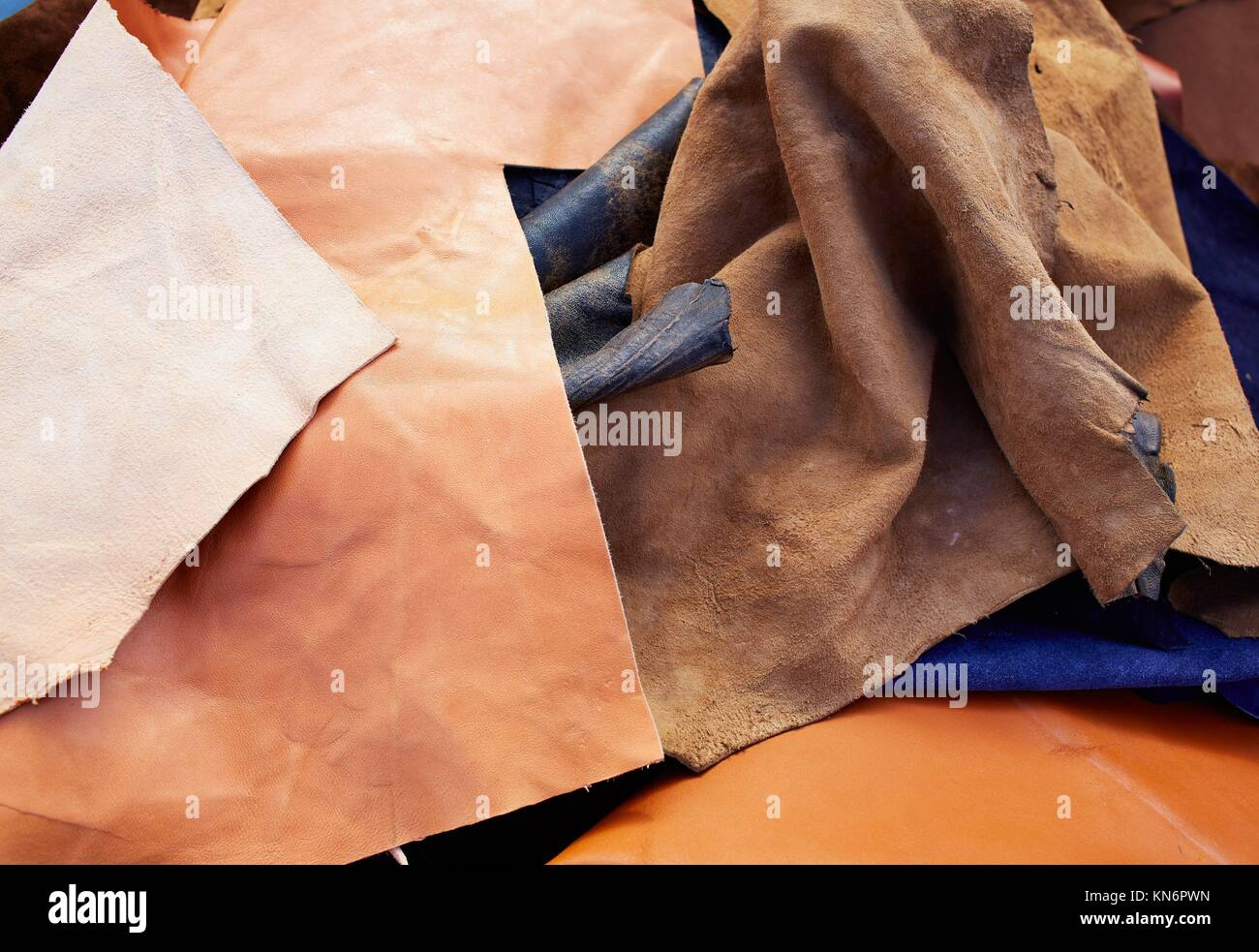 Nubuk Leder unordentlich gemischt Tanner Materialien. Stockbild
